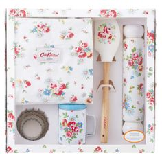 A beautiful (and essential) set of stuff for baking!