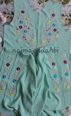 Embroidery Suits Punjabi, Embroidery On Kurtis, Hand Embroidery Videos, Embroidery Fashion, Embroidery Dress, Machine Embroidery, Border Embroidery Designs, Kurti Embroidery Design, Floral Embroidery Patterns