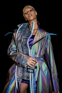 How the holographic material from the Maison Margiela Artisanal runway was made Fashion 2020, Fashion Week, High Fashion, Fashion Show, Fashion Outfits, Fashion Design, Style Couture, Couture Fashion, Vogue Paris