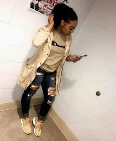 @auddreyy.gfk ✨ . Chill Outfits, Dope Outfits, Swag Outfits, Trendy Outfits, Sweater Outfits, Classy Outfits, Urban Fashion, Look Fashion, Teen Fashion