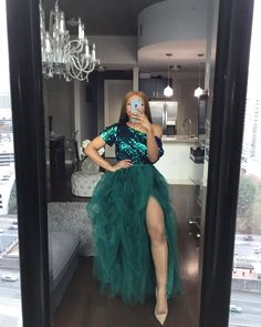 Emerald hi slit skirt set – Oyemwen Ball Gowns Prom, A Line Prom Dresses, Party Gowns, Party Dress, Party Wear, African Lace Dresses, African Fashion Dresses, Long Skirts For Women, Skirt Set