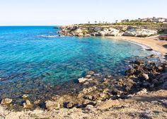 Паралимни - небольшой городок на юго-востоке страны. Он является самым популярным курортом на восточном побережье Кипра.