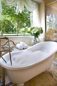 love those clawfoot tubs