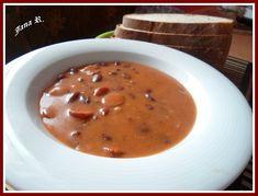 Fazole si namočíme minimálně na 2 hodiny do horké vody. Po rozmočení je vložíme i s vodou do tlakového hrnce, osolíme, přidáme rozmačkaný česnek,... Bean Stew, Sausage Recipes, Cheeseburger Chowder, Beans, Soup, Projects, Cooking, Log Projects, Blue Prints