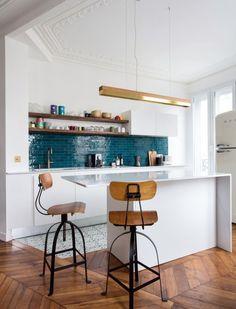 Cuisine ouverte sur salon réussie : 20 astuces - Clem Around The Corner Kitchen Flooring, Interior, Cuisine Design, Living Room Flooring, Kitchen Room, Kitchen Decor, Home Decor, Floor Decor, Flooring