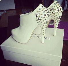 White Studded Booties                                                                                                                               ᖽ•Ꮰ੬ℕട❜̋ᗷѳꂷɬίǪṳ̈ℯ•ᖾ