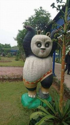 A statue of Po from Kung Fu Panda (xpost /r/photoshopbattles) Dankest Memes, Funny Memes, Hilarious, Funny Animal Pictures, Funny Animals, Random Pictures, Creepy Funny Pictures, Animal Categories, Funny Photoshop