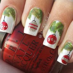Very cute Christmas tree inspired nail art. Paint Christmas decorations on your nails assuming the inner part is the Christmas tree branch. It looks fun and interesting to create.