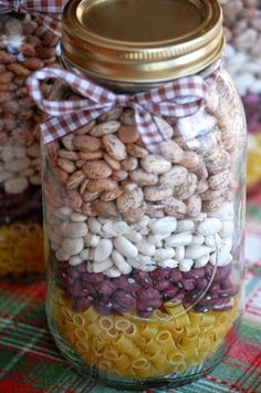 Soup Mix in a Jar! A favorite homespun holiday gift. For Pasta Fagioli Soup - Place 1 cup small pasta shells in the bottom of. Jar Food Gifts, Food Jar, Gift Jars, Homemade Dry Mixes, Homemade Soup, Homemade Gifts, Canning Recipes, Soup Recipes, Canning Soup