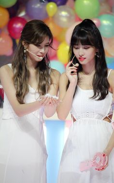 Sana and Momo Kpop Girl Groups, Korean Girl Groups, Kpop Girls, Nayeon, Twice Once, Twice Jihyo, Twice Sana, Hirai Momo, Cute Gay