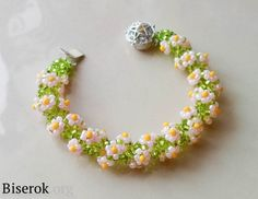 Flower spiral bracelet. Full tute but translate. #Seed #Bead #Tutorials