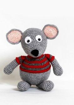 Julemusen Magnus - Køb billigt her Crochet Crafts, Crochet Toys, Christmas Knitting, Crochet Christmas, May Flowers, Chrochet, Xmas Decorations, All Things Christmas, Hello Kitty