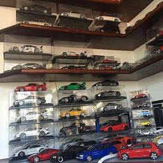 . ➖➖➖ 😀🚙🚗🚕 Coleção do nosso amigo e cliente @brunoklabin ... Minis variadas e a coleção só cresce! Parabéns Klabin 👏🏼👏🏼👏🏼 ➖➖➖ #diecast #118 #scale118 #collection #picoftheday #carporn #model #scale #modelcar #miniatura #chminiaturas #autoart #kyosho #bbr #mr #norev #minichamps #cmc #gtspirit