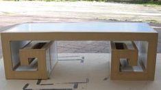 Bonsoir, la table japonaise est presque prête, j'ai commencé à la krafter et demain ce sera terminé, je pense. J'ai fabriqué 2 petites niches pour y nicher ??? Et bien le chien ! Mais non les télécommandes enfin ! ça se voit quand même ! NON ? Bon vous...
