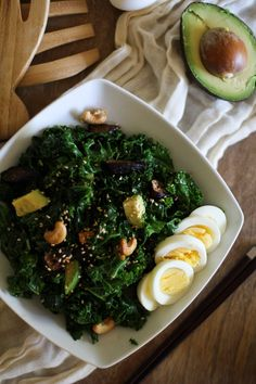 Blanching kale helps soften its fibrous leaves. This blanched kale salad with sesame dressing, figs, and avocado is a well-rounded and flavorful meal. Kale Recipes, Healthy Salad Recipes, Vegetarian Recipes, The Final Countdown, Kale Salad, Soup And Salad, Healthy Cooking, Healthy Eating, Food For Thought