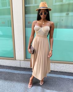Pleats and nudes! One of our favourite style combos as seen on SMA Style Star ✨ - For more African inspired fashion, visit… Black Girl Fashion, Look Fashion, Fashion Outfits, Womens Fashion, Fashion Tips, Fashion Ideas, Spring Summer Fashion, Spring Outfits, Autumn Fashion