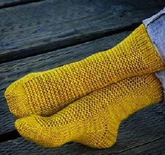 Вязаные спицами носки RYE для всей семьи, Вязание для детей Crochet Socks Pattern, Knit Crochet, Knitting Patterns, Baby Doll Shoes, Slipper Socks, Knitting Socks, Handicraft, Fingerless Gloves, Arm Warmers