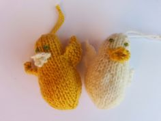 Knitted Easter Chicks off Vhttp://knittingwithrosie.blogspot.co.uk Rosie's Knits