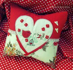 Almofada o amor esta no ar ... by Fotos de Samariquinha- Micheline Matos, via Flickr