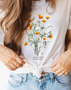 Graphic Tee Outfits, Cute Graphic Tees, White Short Sleeve Shirt, Black And White Jacket, Flower Shirt, Best Running Shoes, Casual Tops For Women, Aesthetic Clothes, Coats For Women