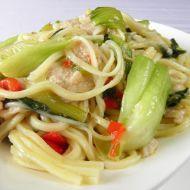 Čínské nudle s kuřecím a Pak choi recept Pak Choi, Spaghetti, Food And Drink, Eat, Ethnic Recipes, Noodle
