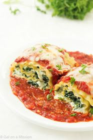 Spinach Lasagna Roll-Up Recipe: An incredible easy weeknight or weekend dinner the entire family will enjoy! Step-by-step photos included! Spinach Lasagna Roll-Ups RecipeThese Lasagne Roll Ups, Vegetable Lasagna Roll Ups, Vegetarian Lasagna Roll Ups, Healthy Lasagna, Pasta Recipes, Dinner Recipes, Cooking Recipes, Lasagna Recipes, Drink Recipes