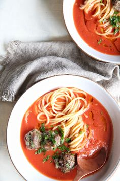 Spaghetti & Meatball Soup: A whole new take on your typical pasta bowl. Classic Soup Recipe, Fall Soup Recipes, Dinner Recipes, Dinner Ideas, Spaghetti Recipes, Spaghetti Soup, Creamy Spaghetti, Italian Soup, Italian Recipes
