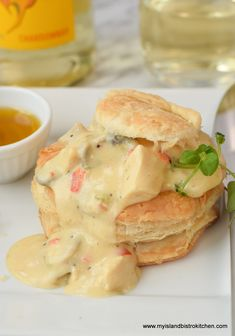 An easy-to-make delectable creamed chicken filling encased in light and flakey puff pastry shells. This Chicken and Mushroom Vol-au-vent is perfect for company fare but easy enough for weeknight meals. Puff Pastry Shell Recipe, Puff Pastry Recipes, Pastries Recipes, Savoury Recipes, Chicken Vol Au Vent Recipe, Chicken Puffs, My Favorite Food, Favorite Recipes, Pepperidge Farm Puff Pastry