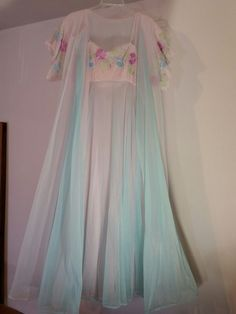 Vintage Vanity Fair Long Sweeping Nightgown Floral Embroidery Pink Blue 36 1d0b331f4