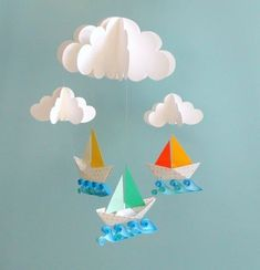 Paper craft mobile using origami Kids Crafts, Summer Crafts, Diy And Crafts, Craft Projects, Projects To Try, Arts And Crafts, Paper Mobile, Hanging Mobile, Diy Paper