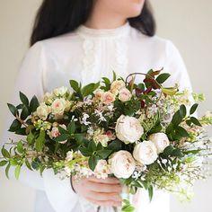 Simplicity #thenaturalbouquet #style #spring #springflowers #springwedding #weddingtrend #weddinginspiration #floristrystudent #Florist #flowers #weddingbouquet #bouquet #gardenstyle #gardenstylewedding #instawedding #instaflowers #weddingwednesday #floraleye #sabinestyle