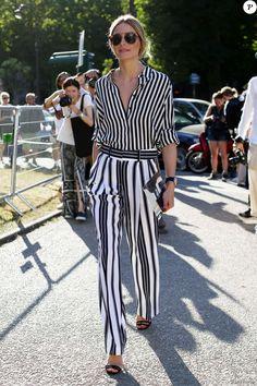 Olivia Palermo, habillée d'une chemise et d'un pantalon rayés, assiste au défilé Gianbattista Valli au Palais Brongniart. Paris, le 6 juillet 2015.