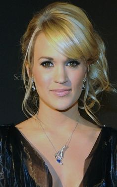 sideswept wedding hair 2 Ways To Wear The Sideswept Hair Trend, As Seen Last Night On Carrie Underwood Bride Hairstyles, Pretty Hairstyles, Carrie Underwood Wedding, Bridesmaid Hair Curly, Bridesmaids, Hair To One Side, Wedding Hairstyles Half Up Half Down, Modern Haircuts, Hair Videos