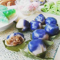 #kuehkoci #nyonyakueh #kuehmueh #baba #babanyonya #peranakan #peranakanfood #malaysianfood #nyonyafood #nyonya #nyonyacuisine #nyonyacooking #nyonyarecipe #malaysia #malaysianfood #straitschinese #malacca #melaka #singapore #heritage #heritagefood #peranakanculture #babanyonyaperanakans Peranakan Food, Nyonya Food, Malaysian Food, Singapore, Cakes, Recipes, Cake Makers, Kuchen, Cake