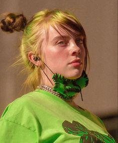Image may contain: one or more people and closeup Billie Eilish, Green Hair, American Singers, Music Artists, Pretty People, Outfit, My Girl, Girlfriends, Celebs