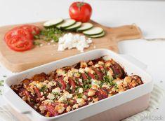 Een heerlijk, makkelijk bijgerecht: courgette & tomaat uit de oven met feta. Even snijden, mengen, hakken, de oven in & klaar! Lekker hoor. Maar zelfs zo'n snelle maaltijd als deze ovenschotel zit er