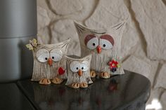 Owl family seeks connection Offer 3 cute owls, as you can see in the picture . Owl family seeks connection Offer 3 cute owls, as you can see in the picture … – Ceramics Projects, Clay Projects, Clay Crafts, Ceramic Birds, Ceramic Pottery, Pottery Art, Clay Owl, Clay Birds, Cold Porcelain Ornaments
