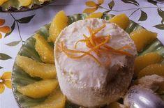 Choisissez des oranges non traitées. Lavez-les. Frottez les morceaux de sucre sur la peau de...