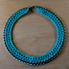 Simple and pretty. Would make a quick and easy gift. Crochet and Chain Necklace Tutorial - The Beading Gem's Journal Crochet Chain, Crochet Bracelet, Crochet Earrings, Crochet Jewelry Patterns, Crochet Accessories, Bracelet Patterns, Necklace Tutorial, Diy Necklace, Jewelry