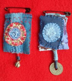 "Broches ""Bobo, Ethno, Chic "" Design by Véronïk B Fabric Beads, Felt Fabric, Fabric Art, Fabric Scraps, Art Textile, Textile Jewelry, Fabric Jewelry, Sewing Art, Sewing Crafts"