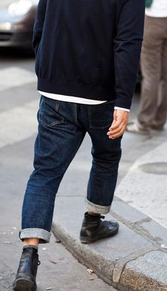 From the Sartorialist, I LOVE this style on boys The Sartorialist, Look Fashion, Mens Fashion, Fashion Vest, Fashion 2017, Fashion Rings, Fashion Boots, The Cardigans, Look Street Style