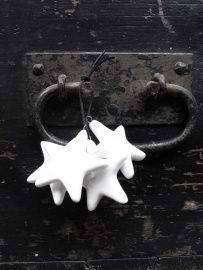 Porseleinen sterren of boompjes