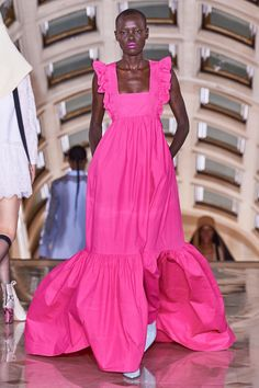 Self-Portrait Spring 2020 Ready-to-Wear Fashion Show : Self-Portrait Spring 2020 Ready-to-Wear Collection - Vogue 2020 Fashion Trends, Spring Fashion Trends, Fashion 2020, Spring Summer Fashion, Runway Fashion, Couture Fashion, Fashion Fashion, Fashion News, Fashion Show Collection