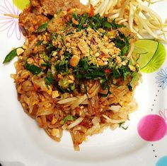 The one and only - Phad Thai! Roadside stop in the way to Sukhothai in Thailand Phad Thai, One And Only, Thailand, Ethnic Recipes, Travel, Food, Trips, Traveling, Meals
