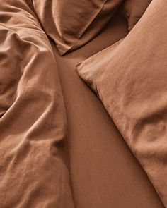 All your bedding essentials in one set. Our luxurious bedding is woven in Portugal with 100% premium long staple cotton and has a 400 thread count. Crafted to last and guarantee a restful night. Our Caramel Brown is a mid-tone taupe. Caramel Brown is a neutral shade which compliments other earthy tones and provides subtle balance. This shade bridges the gap between our beige and acorn brown, creating an effortless mix and match look. Beige Bedding Sets, Dark Grey Bedding, Striped Bedding, Green Bedding, White Bedding, Caramel Brown, Grey Stripes, Luxury Bedding, Acorn