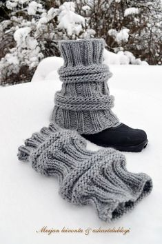 In English.CO on size 8 needles. Work rib for 15 rows. *K 4 rows, P 4 rows, K 4 rows. Work rib for 15 rows. How great with clogs on cold days! Knitted Boot Cuffs, Crochet Boots, Knit Or Crochet, Knitting Socks, Crochet Leg Warmers, Crochet Stars, Freeform Crochet, Christmas Knitting, Crochet Projects