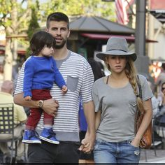 Shakira, Gerard Piqué e Milan Passeiam em Los Angeles.