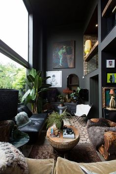Black living room decor ideas in 2019 Dark Living Rooms, Interior Design Living Room, Living Room Designs, Living Room Decor, Interior Decorating, Dark Rooms, Modern Living, Decorating Ideas, Decorating Websites