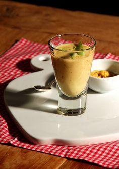 Mosterdsoep als amuse in een glaasje. http://www.ah.nl/allerhande/recepten/141140/mosterdsoep