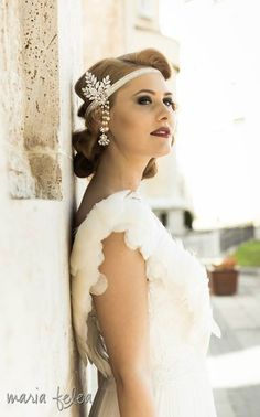 Vintage bridal headband Great Gatsby style. #bridal #headband #great #Gatsby #leafs #crystals #lace #feathers #ivoire #vintage #wedding #perles #hair #accessory #swarovski #20's #forehead #whimsical #bohemian